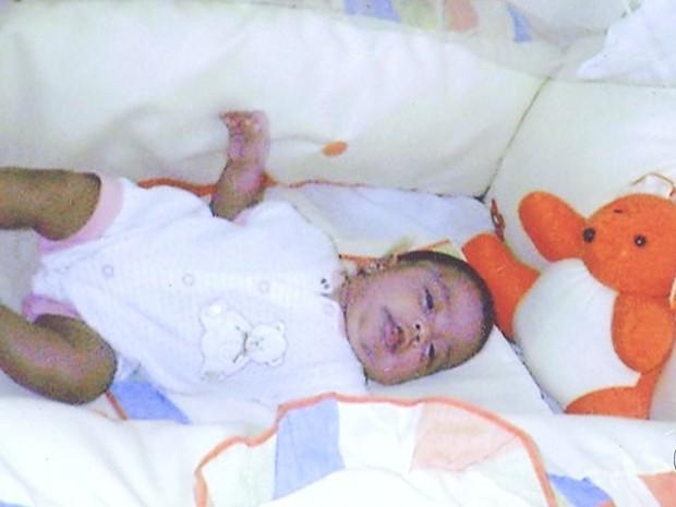 Ana Luiza nasceu com seis meses e paralisia cerebral (Foto: Reprodução/TV Anhanguera)