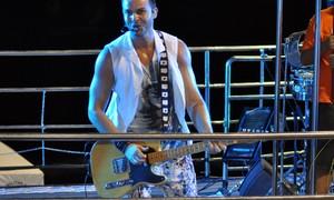 Compositor de hits de axé, Alexandre Peixe faz show no DF nesta sexta
