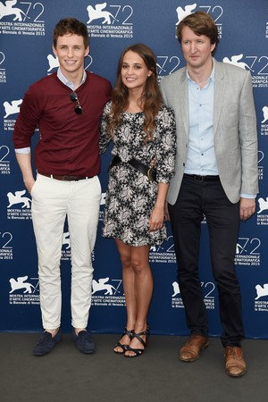 Eddie Redmayne, Alicia Vikander e o diretor Tom Hooper (Foto: Getty Images)