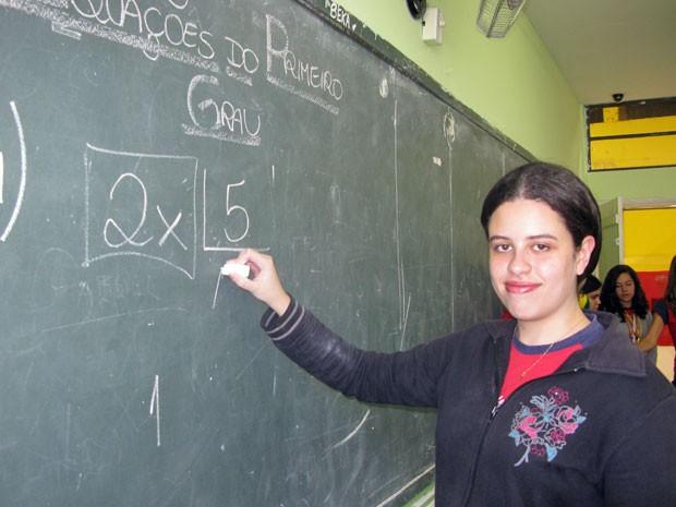 Paloma Clementino Nascimento é uma das professoras do OSI, em Santa Isabel (Foto: Vanessa Fajardo/ G1)