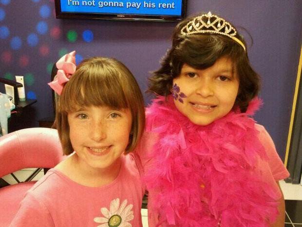 Katie Tindall, à esquerda, e Emily Pena (Foto: BBC)