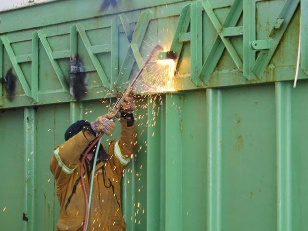 Homens da Marinha trabalham em obras na Antártica (Foto: Eduardo Carvalho/G1)