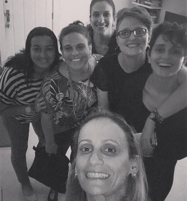 Carol Duarte com Aline Klein e amigas (Foto: Reprodução/Instagram)