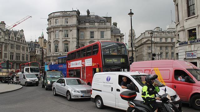 Trânsito em Londres (Foto: Flickr/Connie)