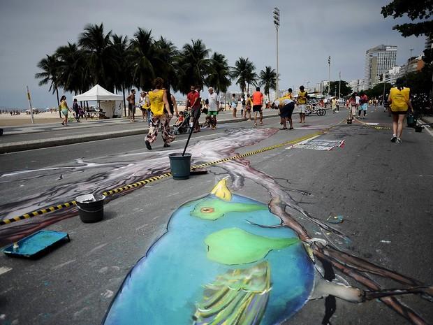 Pintura provisória promoveu reflexão no Rio de Janeiro sobre intolerância religiosa (Foto: Reprodução/ Facebook/ Comunidade Bahá'í do Brasil)