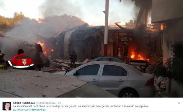 Líder de Cuajimalpa de Morelos postou fotos do acidente em seu perfil no Twitter (Foto: Twitter/Reprodução @Adrián Ruvalcaba)