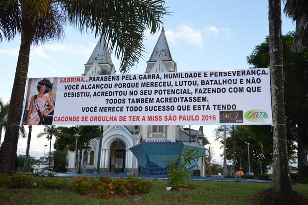Comercio Local faz homenagem a sua chegada (Foto: Orlandinho - Casé Assessoria - Divulgação)