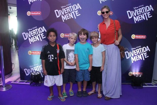Fernanda Lima com os filhos (Foto: Thyago Andrade / Foto Rio News)