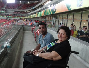 cadeirante Arena Pernambuco (Foto: Franco Benites)