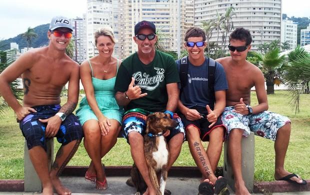 Família Salazar coloca até o cachorro 'Parafina' no surf (Foto: Rafael Freitas / TV Globo)