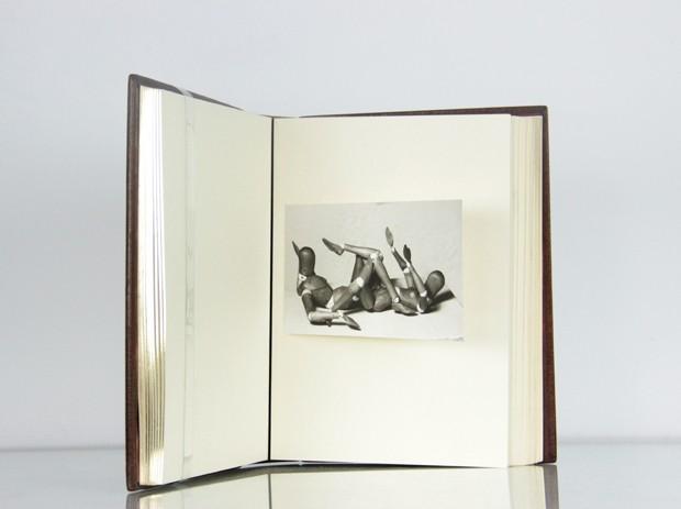 Fotolivro com obras de Man Ray da Fólio Livraria (Foto: Divulgação)