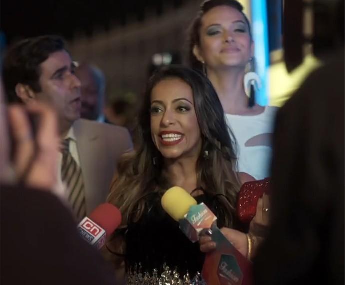 Samantha Schmutz causa como a espevitada Dorinha! (Foto: TV Globo)