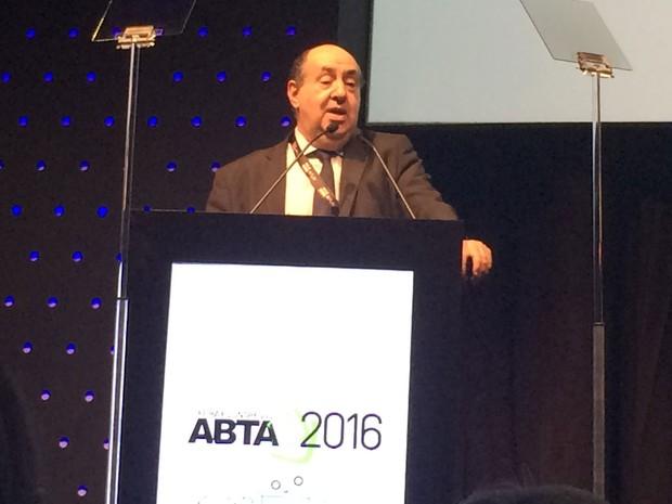 Presidente da Anatel, João Rezende, durante participação no Congresso da ABTA, em São Paulo (Foto: Taís Laporta/G1)
