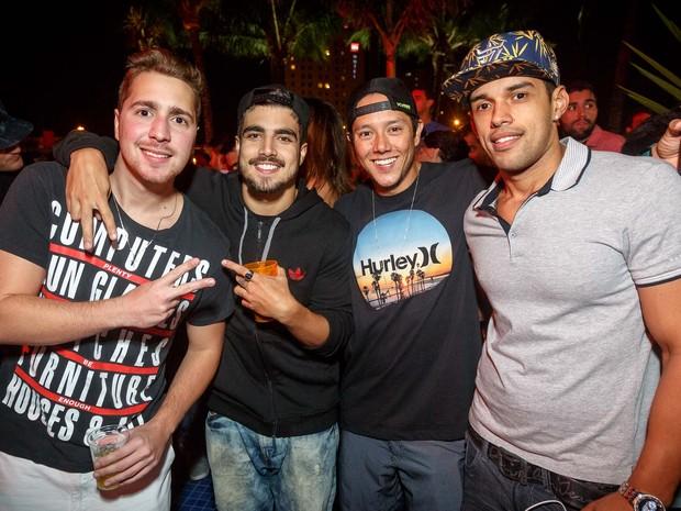 CaioC astro com amigos em festa na Zona Oeste do Rio (Foto: Marcos Samerson/ Agência We love Photo!/ Divulgação)