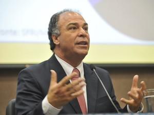 O ministro da Integração Nacional, Fernando Bezerra, em dezembro de 2012, ao fazer balanço de ações contra a seca (Foto: Antonio Cruz / Agência Brasil)