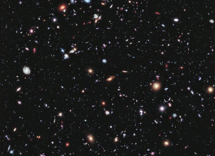 O Campo Extremamente Profundo do Hubble reúne cerca de 5,5 mil galáxias com até 13,2 bilhões de anos (Foto: Nasa)