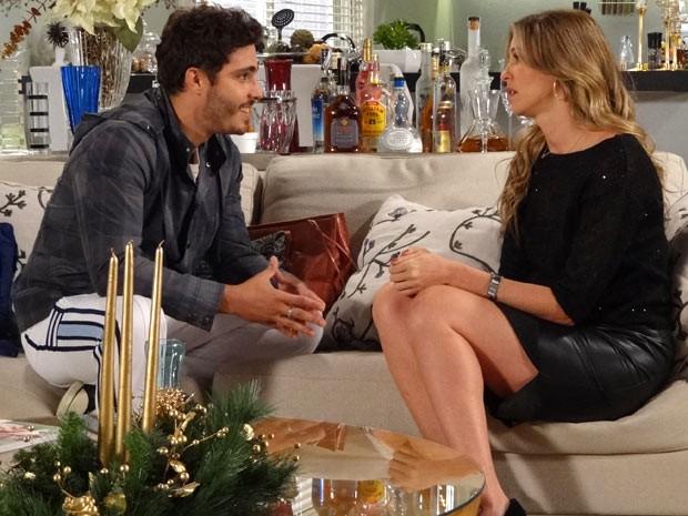 Zenon usa toda sua malandragem para se aproximar de Vânia (Foto: Guerra dos Sexos / TV Globo)