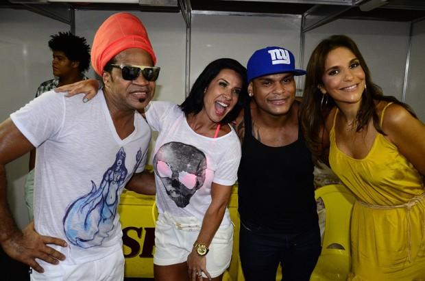 Ivete Sangalo com Scheila Carvalho, Tony Salles e Carlinhos Brown em show do Parangolé em Salvador, na Bahia (Foto: Fred Pontes/ Divulgação)