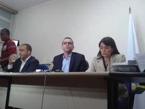Delegado Rivaldo Barbosa e delegada Ellen Souto, na Delegacia de Hominícios (DH) (Foto: Gabriel Barreira / G1)