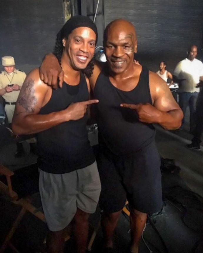"""BLOG: Ronaldinho Gaúcho exalta encontro com Mike Tyson: """"Mais um sonho realizado"""""""