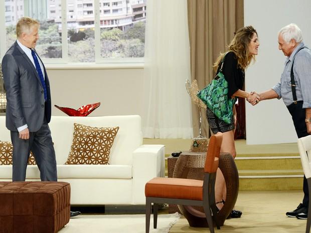 Caco (Miguel Falabella) apresenta sua noiva (Ingrid Guimares)  famlia (Foto: VIVA)