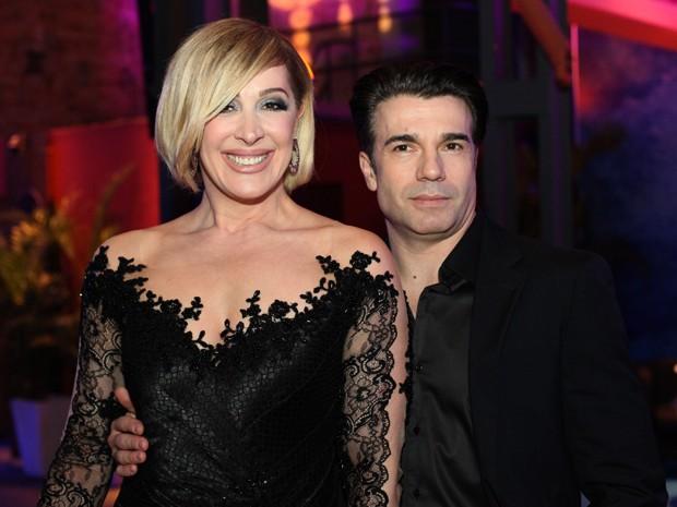 Claudia e Jarbas posam juntos na festa de lançamento de Alto Astral (Foto: Carol Caminha/Gshow)
