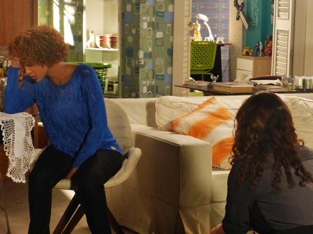 Verônica é amparada, dessa vez, por Edna  (Foto: Geração Brasil/ TV Globo)
