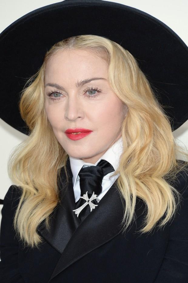 Madonna e o filho, David Banda, no Grammy Awards (Foto: AFP)