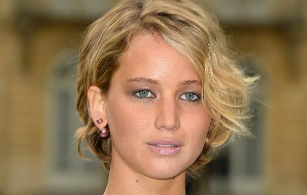 """A resposta de Jennifer Lawrence, diante das imagens dela nua que começaram a se espalhar pela rede no domingo (31 de agosto), veio já no dia seguinte. """"Isso é uma evidente violação de privacidade. As autoridades foram acionadas e irão responsabilizar qualquer um que poste fotos roubadas de Jennifer Lawrence"""", afirmou a porta-voz da atriz, Liz Mahoney, num comunicado enviado por e-mail. (Foto: Getty Images)"""