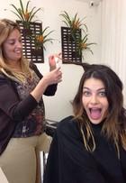 Isabelli Fontana faz velaterapia nos cabelos