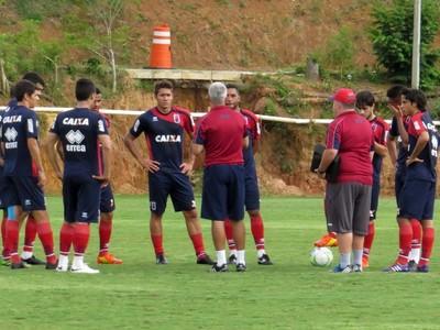 Paraná Clube treina no CT Barcelos (Foto: Fernando Freire)