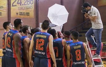 Dia de modelo: jogadores do Brasília posam em sessão de fotos para o NBB