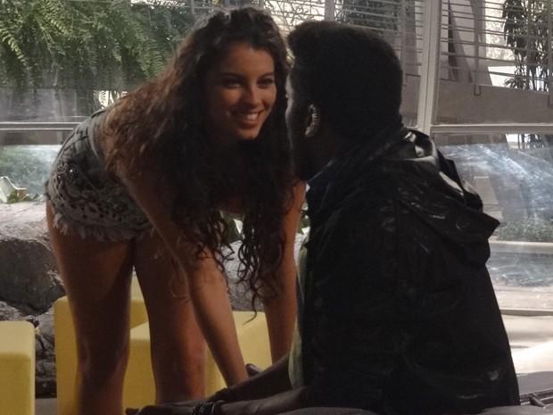 Guru não aguenta e se atraca com Luene (Foto: Geração Brasil/TV Globo)