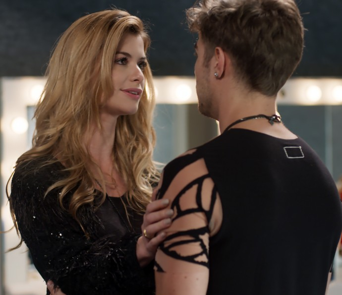 Diana garante que não ficou com ciúmes de Léo (Foto: TV Globo)