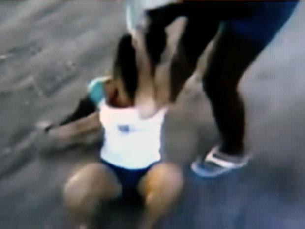 Imagens na internet mostram brigas em escolas. (Foto: Reprodução/TV Gazeta)