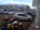 No AP, internauta reclama de motos estacionadas em vaga para idosos