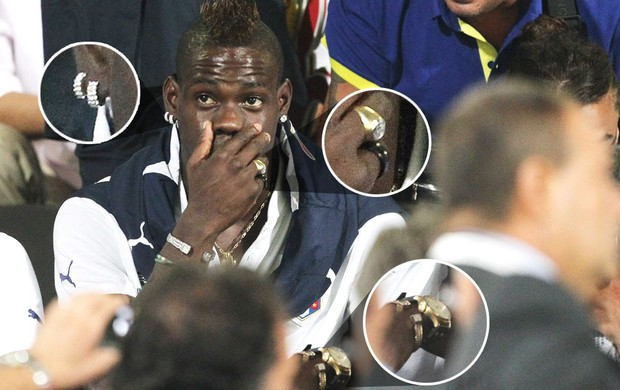 Balotelli seleção da Itália jóias (Foto: Getty Images)