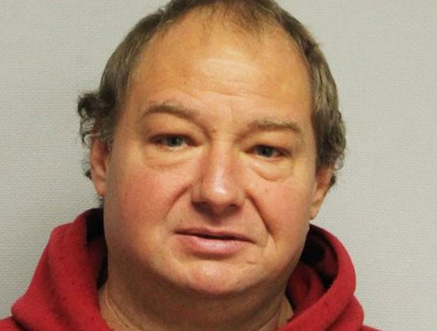 Roger Pelletier invadiu apartamento, pois não aguentava latidos de cão (Foto: Portsmouth Police Department/AP)