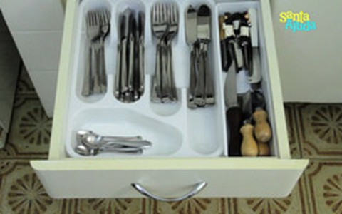 Divisórias ajudam a organizar gavetas de cozinha