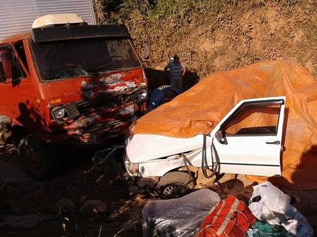Pastor teria invadido a faixa contrária e carro acabou atingido por caminhão (Foto: Juína News)