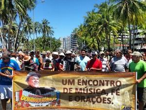 Caminhada em homenagem a Dominguinhos na orla de Maceió (Foto: Cortesia/ Janaina Ribeiro)