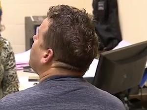Homem preso por assaltar mulheres em shoppings (Foto: Reprodução/RBS TV)