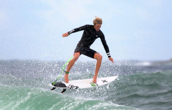 John John Florence treina nesta quarta-feira antes do Mundial de Surfe (Foto: André Durão)