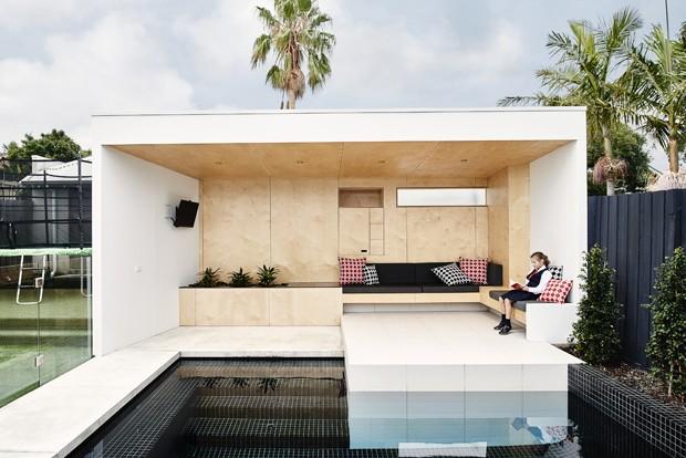 Casa com piscina ganha playground divertido (Foto: Dean Bradley/ Divulgação)