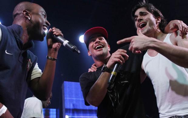 Thiaguinho, Thiago Martins e Fiuk cantam em boate em São Paulo (Foto: Leo Franco e Thiago Duran/ Ag. News)