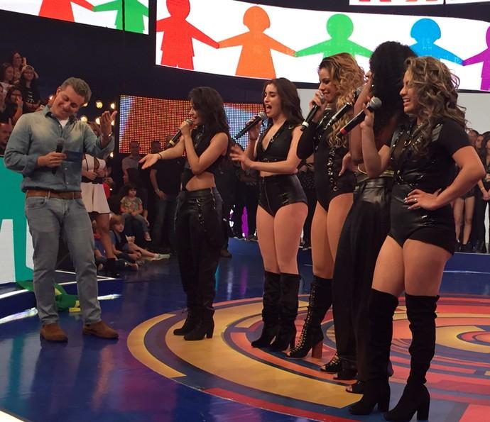 Fifth Harmony elogia Angélica, e Luciano Huck agradece (Foto: Guilherme Toscano / Gshow)