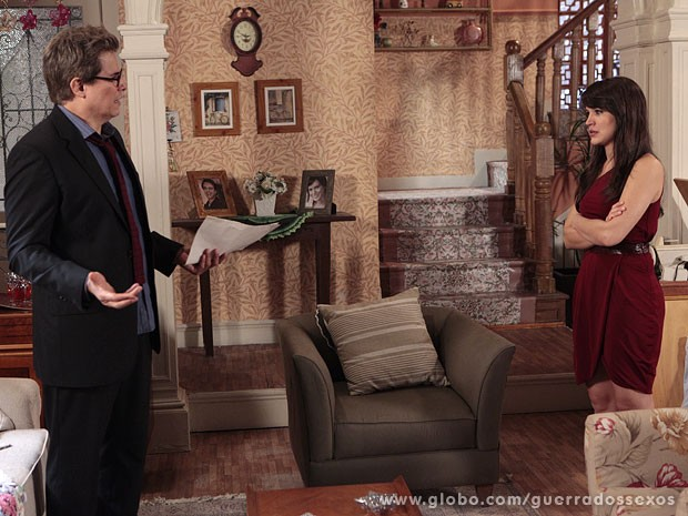 Felipe não dá chance para Carolina se explicar (Foto: Guerra dos Sexos / TV Globo)