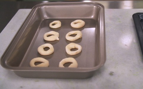 Biscoito de polvilho com queijo parmesão