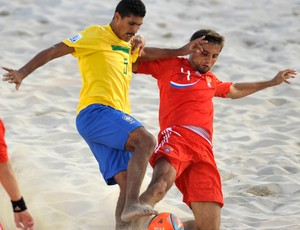 andr&#233; brasil r&#250;ssi futebol de areia (Foto: Ag&#234;ncia AP)