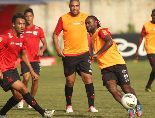 Vagner Love e Renato Santos, Flamengo  (Foto: Bernardo Monteiro / VIPCOMM)